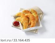 Купить «Crisp butter crescent rolls», фото № 33164435, снято 6 июня 2020 г. (c) PantherMedia / Фотобанк Лори