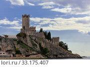 Купить «castello scaligero di malcesine», фото № 33175407, снято 4 апреля 2020 г. (c) PantherMedia / Фотобанк Лори