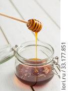Купить «liquid honey with glass and spoon», фото № 33177851, снято 5 июля 2020 г. (c) PantherMedia / Фотобанк Лори