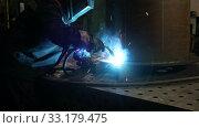Купить «Welding process of metal structures at the factory. Industrial theme», видеоролик № 33179475, снято 19 февраля 2020 г. (c) Алексей Кузнецов / Фотобанк Лори