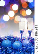 Купить «glasses, blue Xmass balls on blurry background 10», фото № 33186911, снято 10 июля 2020 г. (c) PantherMedia / Фотобанк Лори