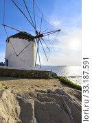 Купить «Mykonos windmill, Chora, Greece», фото № 33187591, снято 3 апреля 2020 г. (c) PantherMedia / Фотобанк Лори