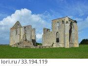 Купить «les chateliers abbaye ruinee», фото № 33194119, снято 9 июля 2020 г. (c) PantherMedia / Фотобанк Лори