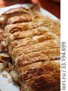 meat roast - kassler in puff aud a plate. Стоковое фото, фотограф Hannah Wander / PantherMedia / Фотобанк Лори
