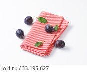 Fresh Damson plums. Стоковое фото, фотограф Alena Dvorakova / PantherMedia / Фотобанк Лори