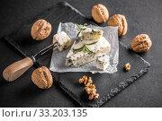 Gorgonzola or bleu cheese. Стоковое фото, фотограф Cseh Ioan / PantherMedia / Фотобанк Лори