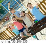 Купить «Five children point to something interesting», фото № 33206535, снято 30 июня 2018 г. (c) Яков Филимонов / Фотобанк Лори