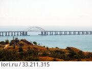 Krymsky Bridge. Kerch, Crimea (2019 год). Редакционное фото, фотограф Владимир Арсентьев / Фотобанк Лори