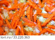 Купить «Fried onions Allium cepa and peeled and sliced fresh organic carrots Daucus in a frying pan in olive oil, for cooking», фото № 33220363, снято 10 июля 2020 г. (c) easy Fotostock / Фотобанк Лори