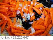 Купить «Fried onions Allium cepa and peeled and sliced fresh organic carrots Daucus in a frying pan in olive oil, for cooking», фото № 33220647, снято 10 июля 2020 г. (c) easy Fotostock / Фотобанк Лори