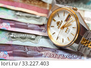 Купить «Часы и деньги. Время - деньги», эксклюзивное фото № 33227403, снято 17 марта 2017 г. (c) Юрий Морозов / Фотобанк Лори