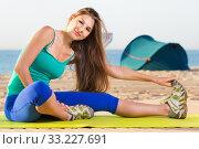 Купить «Portrait of sportswoman which is doing excercises on endurance», фото № 33227691, снято 4 августа 2017 г. (c) Яков Филимонов / Фотобанк Лори