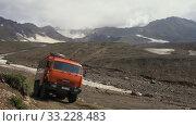 Купить «Вахтовый автобус КамАЗ едет по горной дороге, везет туристов и путешественников в районе действующего вулкана», видеоролик № 33228483, снято 21 сентября 2019 г. (c) А. А. Пирагис / Фотобанк Лори