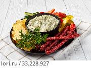 Купить «Creamy spinach dip in a black bowl», фото № 33228927, снято 26 ноября 2019 г. (c) Oksana Zh / Фотобанк Лори