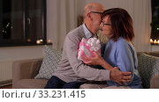 Купить «happy senior couple with gift box at home», видеоролик № 33231415, снято 4 января 2020 г. (c) Syda Productions / Фотобанк Лори
