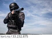 Купить «SWAT police sniper», фото № 33232875, снято 6 июня 2020 г. (c) PantherMedia / Фотобанк Лори