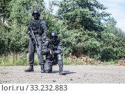 Купить «Spec ops police SWAT», фото № 33232883, снято 6 июня 2020 г. (c) PantherMedia / Фотобанк Лори