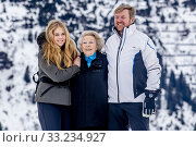 LECH - King Willem-Alexander and Queen Maxima of the Netherlands pose with their daughters in Lech am Arlberg. Редакционное фото, фотограф Niels Ralph Wenstedt / age Fotostock / Фотобанк Лори