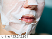 Купить «Rejuvenating mask fits tightly to chin, cheeks and nose around mouth, close up view at Caucasian female face during skin care procedure», фото № 33242951, снято 15 февраля 2020 г. (c) Кекяляйнен Андрей / Фотобанк Лори