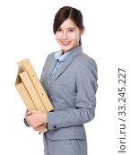 Купить «Asian Businesswoman hold with folder», фото № 33245227, снято 8 апреля 2020 г. (c) PantherMedia / Фотобанк Лори