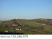 Купить «meadows,fields,aschach an der steyr,voralpenland,upper austria,steyrtal,ennstal,hills,farm,vierkanthof», фото № 33246075, снято 26 мая 2020 г. (c) PantherMedia / Фотобанк Лори