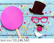 Party fun with photo booth accessories. Стоковое фото, фотограф Daniel Reiter / PantherMedia / Фотобанк Лори