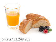 Купить «Croissant , raspberries and blackberries», фото № 33248935, снято 7 июня 2020 г. (c) PantherMedia / Фотобанк Лори