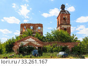 Купить «Saratov Region, Russia. Traveling around the Novoburas district, the sights of the village of Loch, Gremyachka. Church of St. Nicholas the Wonderworker. Ruined building 19th century 1821. Photo series», фото № 33261167, снято 6 июля 2019 г. (c) Светлана Евграфова / Фотобанк Лори