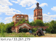 Купить «Saratov Region, Russia. Traveling around the Novoburas district, the sights of the village of Loch, Gremyachka. Church of St. Nicholas the Wonderworker. Ruined building 19th century 1821. Photo series», фото № 33261279, снято 6 июля 2019 г. (c) Светлана Евграфова / Фотобанк Лори