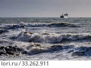 Купить «Краснодарский край, Туапсе, зимний шторм на Чёрном море», фото № 33262911, снято 12 февраля 2020 г. (c) glokaya_kuzdra / Фотобанк Лори