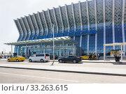 Купить «Выход из нового здания аэровокзала в Симферополе. Прибытие», фото № 33263615, снято 13 сентября 2019 г. (c) Наталья Гармашева / Фотобанк Лори
