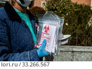 Piacenza hospital. Pre-triage tent, first aid to filter and classify patients to be tested for the new Covid-19 coronavirus, coronavirus swab specimen kit. Piacenza, Emilia-Romagna, Italy 27-02-2020. Редакционное фото, фотограф Marfisi/AGF/Nicola Marfisi / age Fotostock / Фотобанк Лори