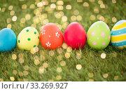 Купить «row of colored easter eggs on artificial grass», фото № 33269927, снято 15 марта 2018 г. (c) Syda Productions / Фотобанк Лори