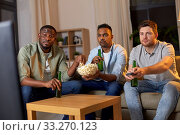 Купить «male friends with beer watching tv at home», фото № 33270123, снято 28 декабря 2019 г. (c) Syda Productions / Фотобанк Лори