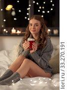 Купить «happy woman holding mug with whipped cream in bed», фото № 33270191, снято 19 января 2020 г. (c) Syda Productions / Фотобанк Лори