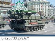 Купить «Российская пусковая установка зенитного ракетного комплекса «БУК-М2» (SA-17 Grizzly) едет после парада в честь Дня Победы по Новому Арбату в Москве», фото № 33278671, снято 9 мая 2018 г. (c) Малышев Андрей / Фотобанк Лори