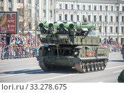 Купить «Российская пусковая установка зенитного ракетного комплекса «БУК-М2» (SA-17 Grizzly) едет после парада в честь Дня Победы по Новому Арбату в Москве, вид спереди», фото № 33278675, снято 9 мая 2018 г. (c) Малышев Андрей / Фотобанк Лори