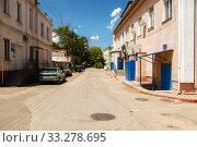 Купить «Streets of the city with moving cars», фото № 33278695, снято 30 июня 2019 г. (c) Владимир Арсентьев / Фотобанк Лори