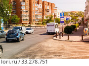 Купить «Streets of the city with moving cars», фото № 33278751, снято 30 июня 2019 г. (c) Владимир Арсентьев / Фотобанк Лори