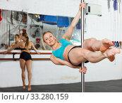 Girl pole dancer exercising at gym. Стоковое фото, фотограф Яков Филимонов / Фотобанк Лори