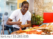 Man choosing fresh seafood in shop. Стоковое фото, фотограф Яков Филимонов / Фотобанк Лори