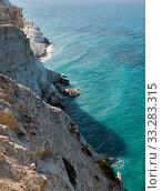 The abrupt seacoast at the Petra tou Romiou viewpoint. Kouklia. Cyprus (2018 год). Стоковое фото, фотограф Serg Zastavkin / Фотобанк Лори