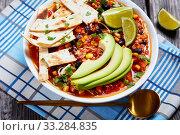 Купить «close-up of mexican shredded Chicken Taco Soup», фото № 33284835, снято 3 января 2020 г. (c) Oksana Zh / Фотобанк Лори