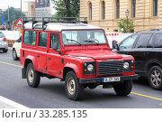 Купить «Land Rover Defender», фото № 33285135, снято 12 сентября 2013 г. (c) Art Konovalov / Фотобанк Лори