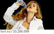Купить «Woman on diet drink and pour water on herself from bottle», видеоролик № 33286099, снято 3 января 2020 г. (c) Gennadiy Poznyakov / Фотобанк Лори