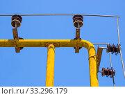 Купить «Защита магистральной газовой трубы с помощью арматуры на изоляторах», фото № 33296179, снято 5 августа 2019 г. (c) Вячеслав Палес / Фотобанк Лори