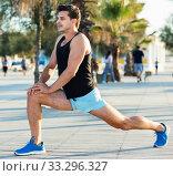 Male athlete stretching legs after strength training. Стоковое фото, фотограф Яков Филимонов / Фотобанк Лори