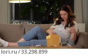 Купить «happy smiling pregnant woman with gift box at home», видеоролик № 33298899, снято 8 февраля 2020 г. (c) Syda Productions / Фотобанк Лори