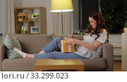 Купить «happy smiling pregnant woman with gift box at home», видеоролик № 33299023, снято 8 февраля 2020 г. (c) Syda Productions / Фотобанк Лори