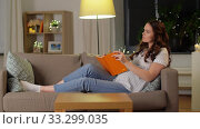 Купить «pregnant woman with diary and pencil at home», видеоролик № 33299035, снято 8 февраля 2020 г. (c) Syda Productions / Фотобанк Лори